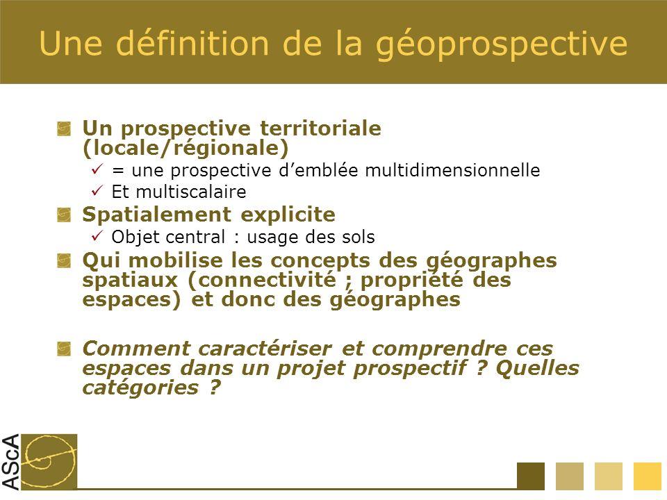 Une définition de la géoprospective Un prospective territoriale (locale/régionale) = une prospective demblée multidimensionnelle Et multiscalaire Spat