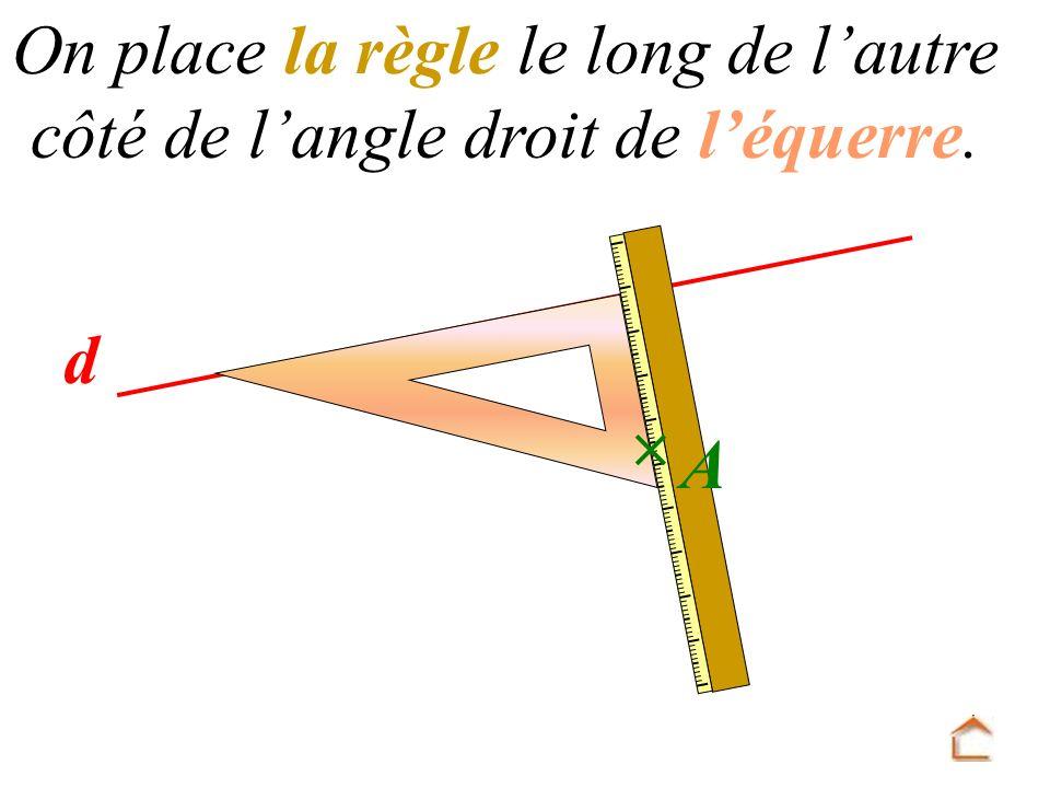 d On place la règle le long de l autre côté de l angle droit de l équerre. A