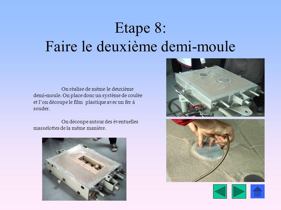 Etape 7: Pose du film plastique On dépose un film plastique de qualité standard sur le dessus du demi-moule. On place ensuite le tout sous dépression.