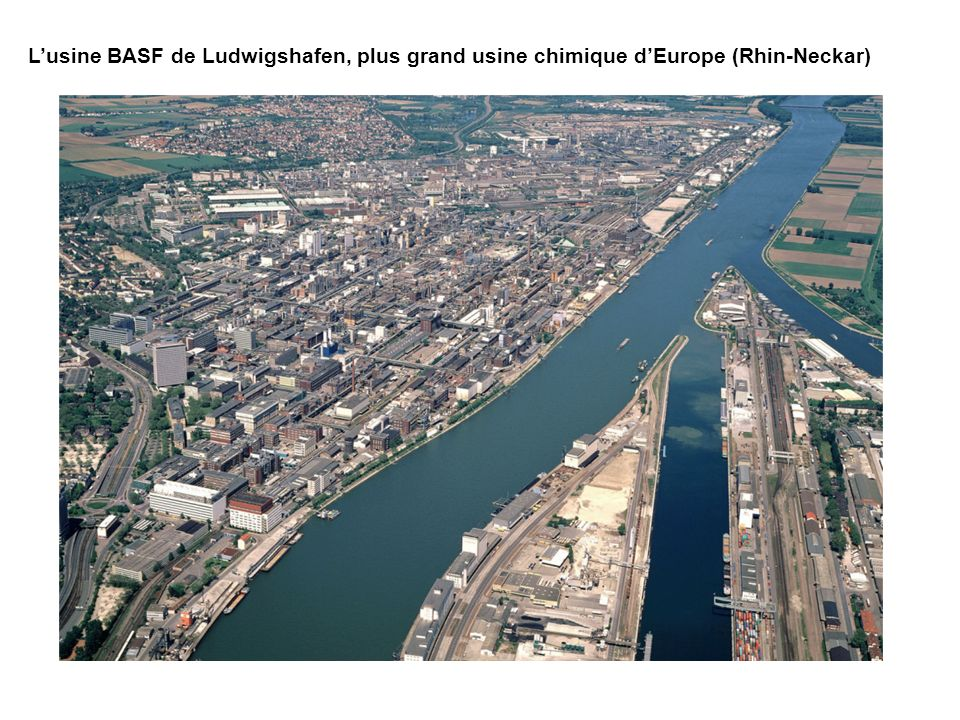 Lusine BASF de Ludwigshafen, plus grand usine chimique dEurope (Rhin-Neckar)
