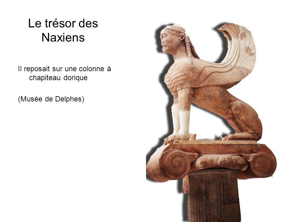 Le trésor des Naxiens Il reposait sur une colonne à chapiteau dorique (Musée de Delphes)