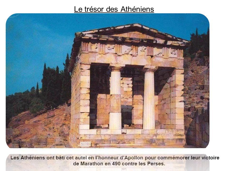 Le trésor des Athéniens Les Athéniens ont bâti cet autel en lhonneur dApollon pour commémorer leur victoire de Marathon en 490 contre les Perses.