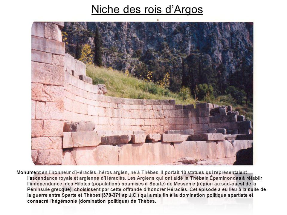 Niche des rois dArgos Monument en lhonneur dHéraclès, héros argien, né à Thèbes. Il portait 10 statues qui représentaient lascendance royale et argien