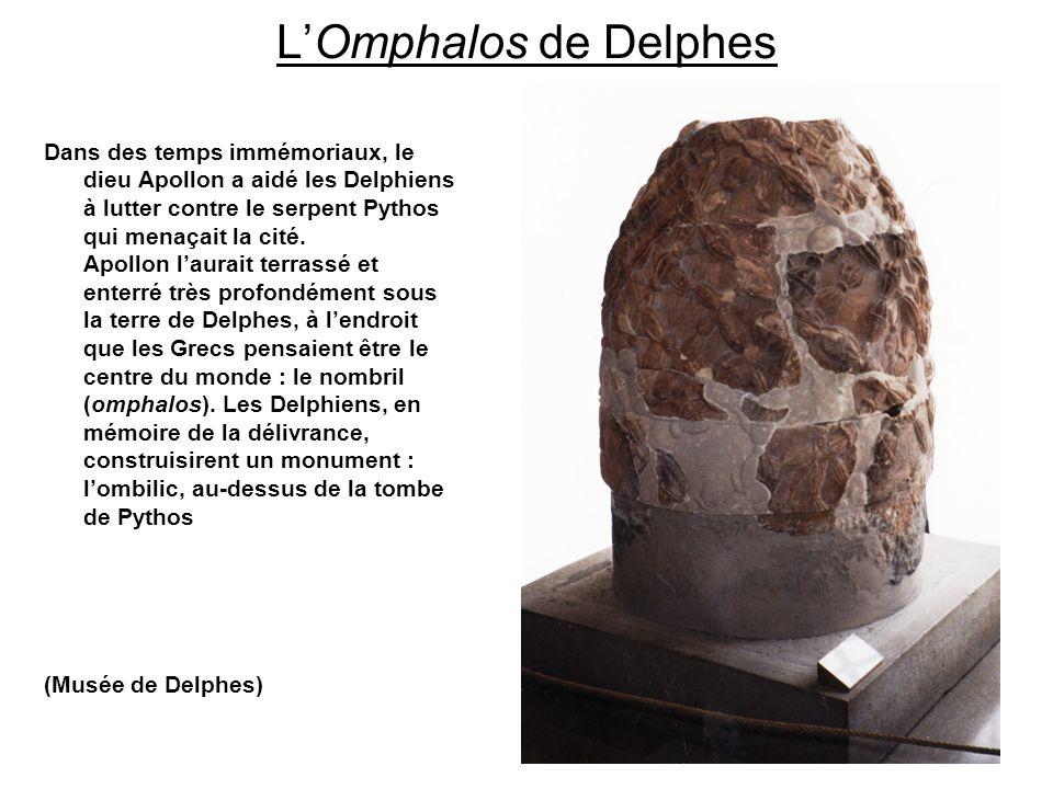 LOmphalos de Delphes Dans des temps immémoriaux, le dieu Apollon a aidé les Delphiens à lutter contre le serpent Pythos qui menaçait la cité. Apollon