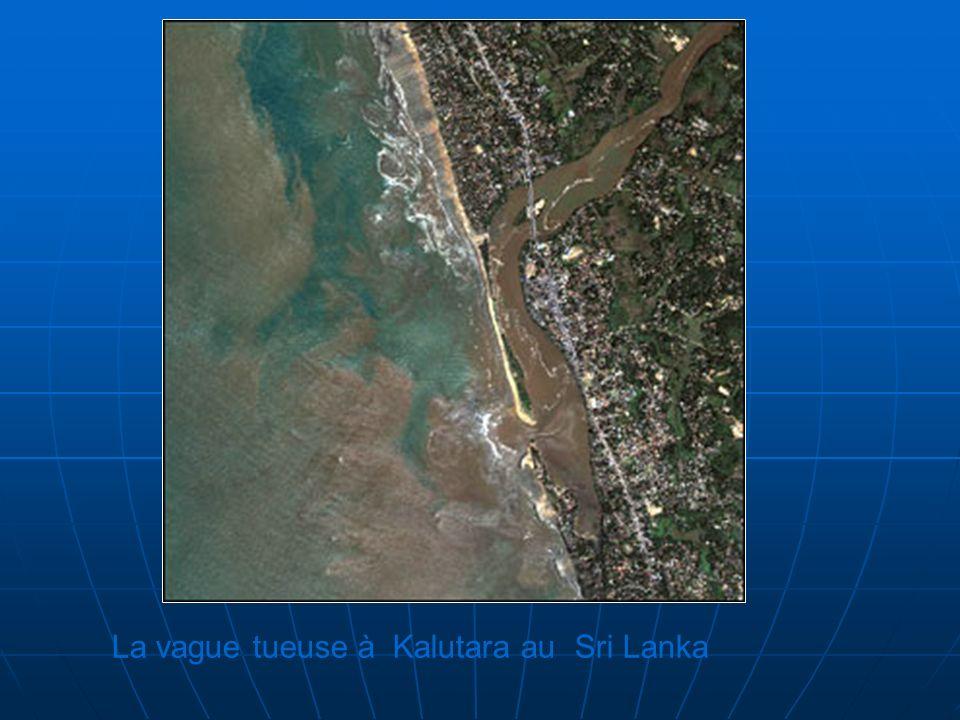 La vague tueuse à Kalutara au Sri Lanka
