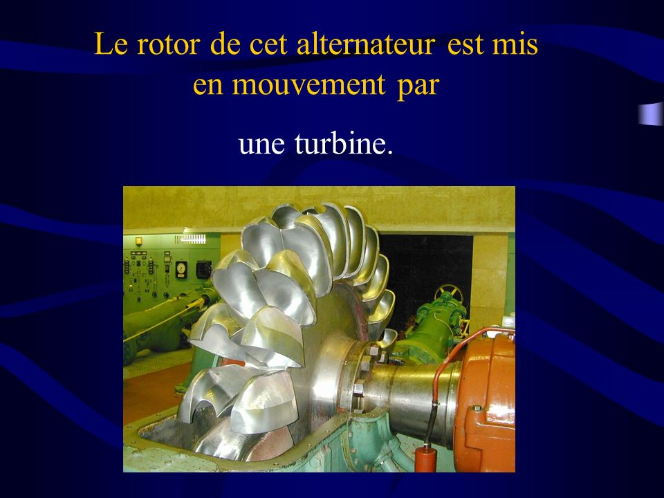 Le rotor de cet alternateur est mis en mouvement par une turbine.