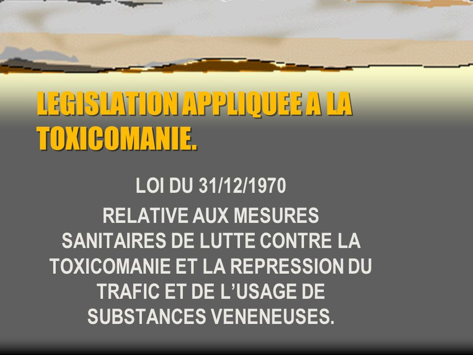UNE SITUATION COMPLEXE : DEUX ORIENTATIONS DE NATURE DIFFERENTE : LUNE CURATIVE PREVENTIVE (MENAGEANT LAVENIR), CONSIDERANT LE TOXICOMANE COMME MALADE AVANT DÊTRE « UN HORS LA LOI » LAUTRE STRICTE ET REPRESSIVE : SI LESPRIT DE LA LOI EST FACILE A COMPRENDRE, SON APPLICATION NEN EST PAS SIMPLE.