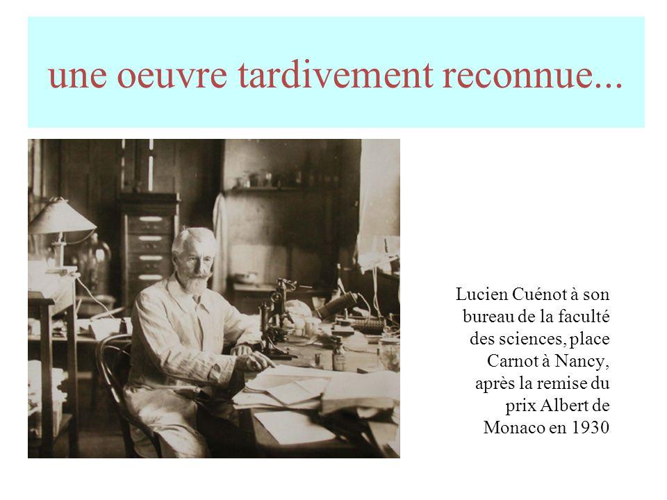 Lucien Cuénot en habit dacadémicien (1935) Son épée Son ex-libris de 1917 1931 : les honneurs de la nation