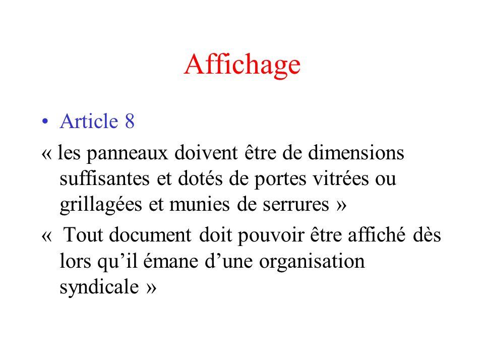 Affichage Article 8 « les panneaux doivent être de dimensions suffisantes et dotés de portes vitrées ou grillagées et munies de serrures » « Tout docu