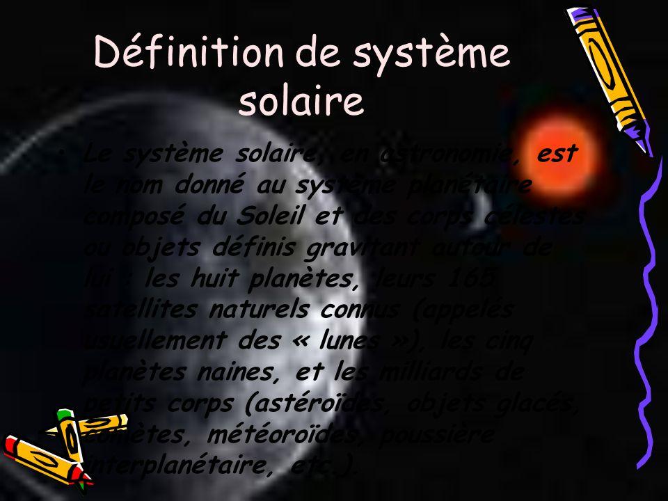 Définition de système solaire Le système solaire, en astronomie, est le nom donné au système planétaire composé du Soleil et des corps célestes ou obj