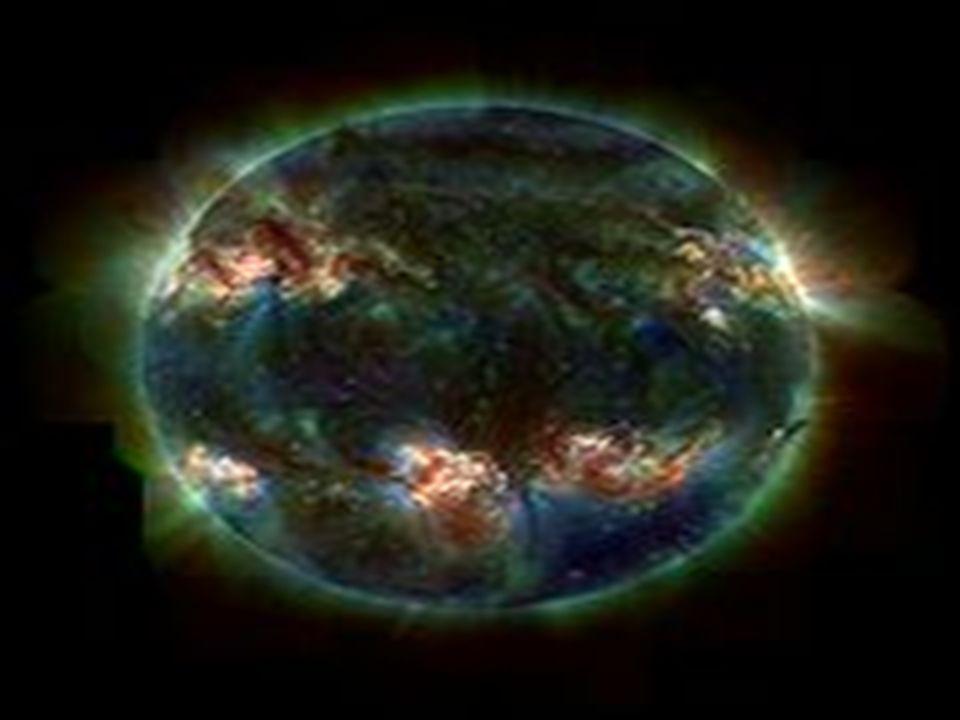 Les planètes et leurs satellites naturels Selon la dernière définition de l Union astronomique internationale (UAI), « une planète est un corps céleste (a) qui est en orbite autour du Soleil, (b) qui possède une masse suffisante pour que sa gravité l emporte sur les forces de cohésion du corps solide et le maintienne en équilibre hydrostatique (forme sphérique), et (c) qui a éliminé tout corps se déplaçant sur une orbite proche ».Selon cette définition, huit planètes ont été recensées dans notre système solaire : Mercure, Vénus, la Terre, Mars, Jupiter, Saturne, Uranus et Neptune.Cette définition fut approuvée le 24 août 2006, en clôture de la 26e Assemblée Générale de l Union astronomique internationale (UAI) par un vote à main levée d environ 400 scientifiques et astronomes après dix jours de discussions.