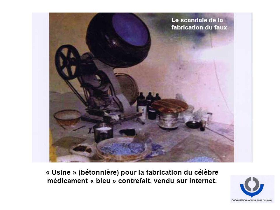 « Usine » (bétonnière) pour la fabrication du célèbre médicament « bleu » contrefait, vendu sur internet. Industrialisation du faux Tout est faux Le s
