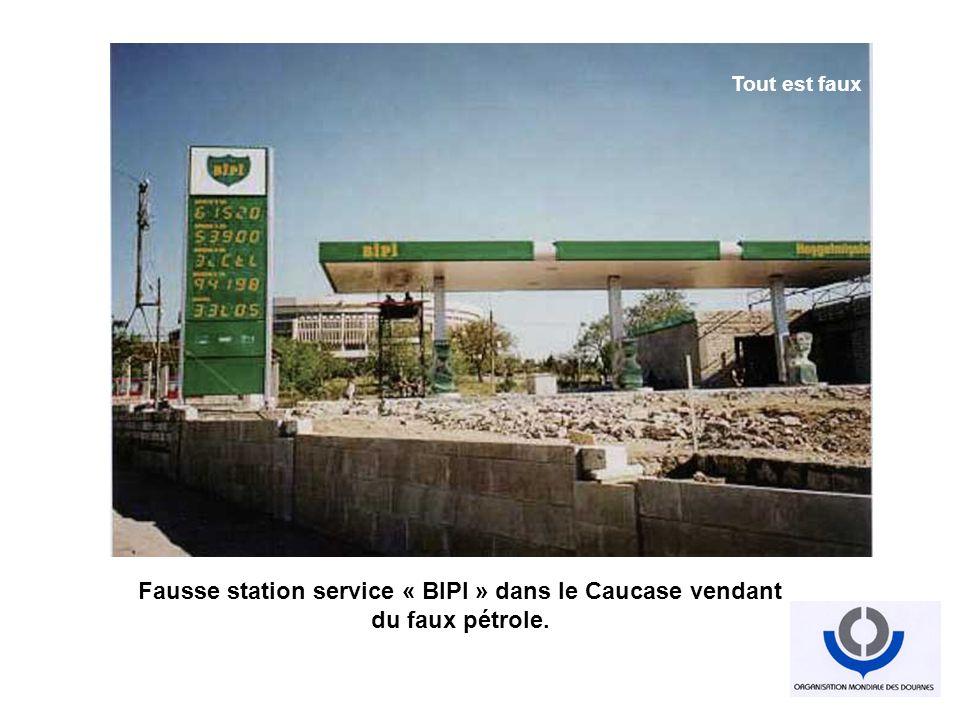 Fausse station service « BIPI » dans le Caucase vendant du faux pétrole. Industrialisation du faux Tout est faux