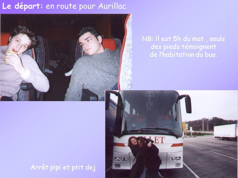 Le départ: en route pour Aurillac NB: il est 5h du mat, seuls des pieds témoignent de lhabitation du bus.