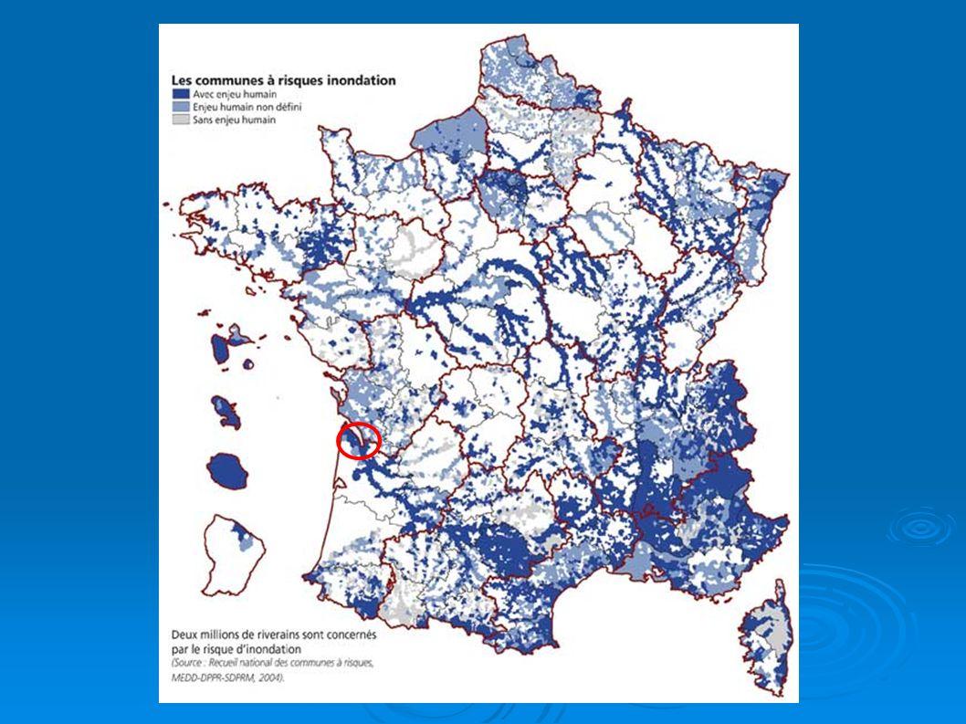 Etymologie: Etymologie: Le mot inondation Le mot inondation vient du latin: « inundatio » qui signifie submersion vient du latin: « inundatio » qui signifie submersion Définition: Définition: L inondation est une submersion, rapide ou lente, d une zone habituellement hors d eau L inondation est une submersion, rapide ou lente, d une zone habituellement hors d eau