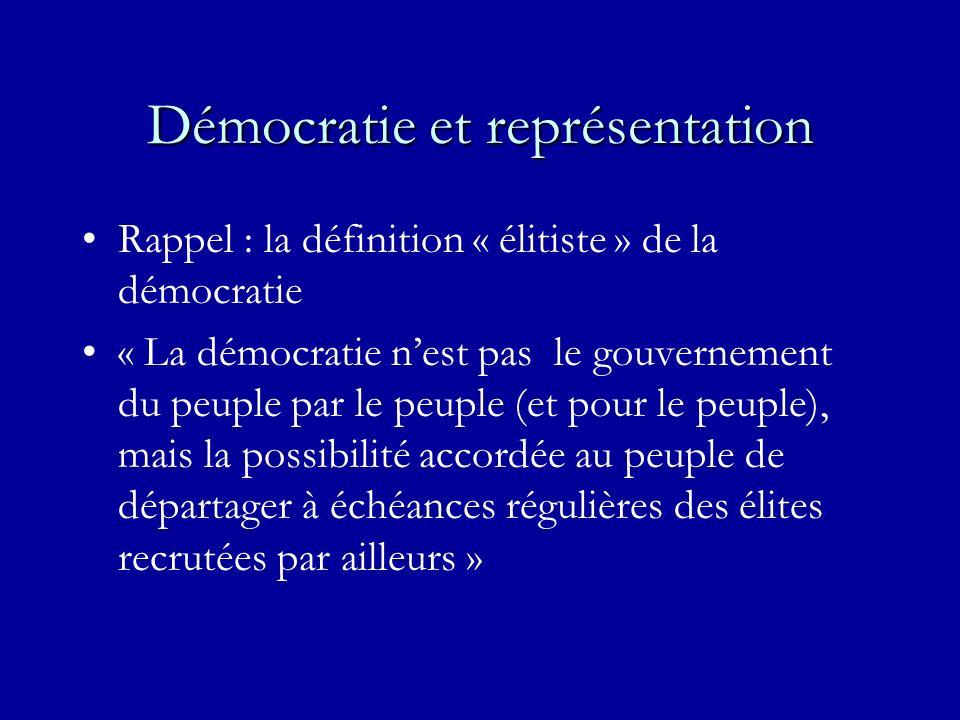 Démocratie et représentation Rappel : la définition « élitiste » de la démocratie « La démocratie nest pas le gouvernement du peuple par le peuple (et pour le peuple), mais la possibilité accordée au peuple de départager à échéances régulières des élites recrutées par ailleurs »