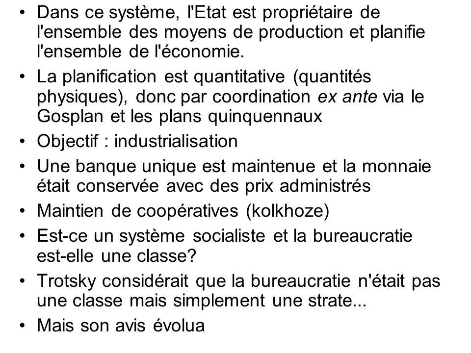 Dans ce système, l'Etat est propriétaire de l'ensemble des moyens de production et planifie l'ensemble de l'économie. La planification est quantitativ