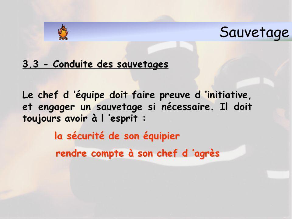 Sauvetage 3.1 - Définition Evacuation Evacuation : on parle d évacuation quand le danger est encore éloigné et que le déplacement est effectué par la personne elle-même.