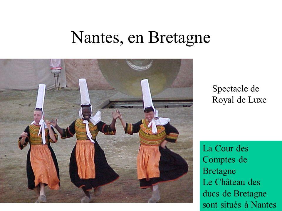 7 Nantes, en Bretagne La Cour des Comptes de Bretagne Le Château des ducs de Bretagne sont situés à Nantes Spectacle de Royal de Luxe