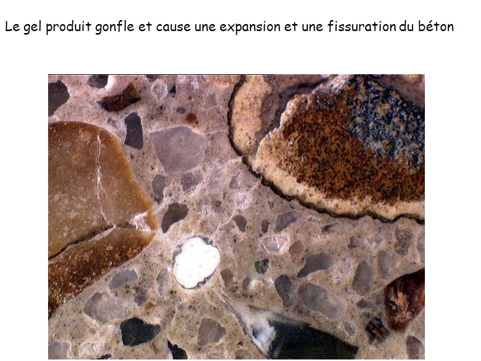 Le gel produit gonfle et cause une expansion et une fissuration du béton