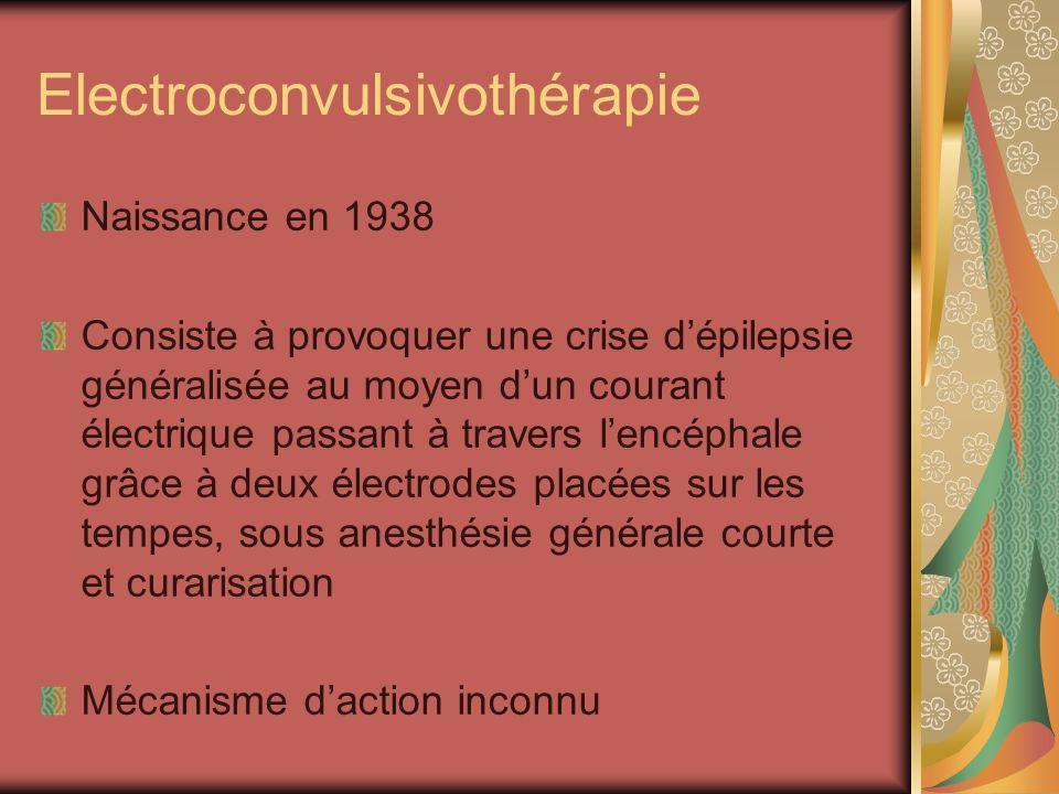 Electroconvulsivothérapie Naissance en 1938 Consiste à provoquer une crise dépilepsie généralisée au moyen dun courant électrique passant à travers le