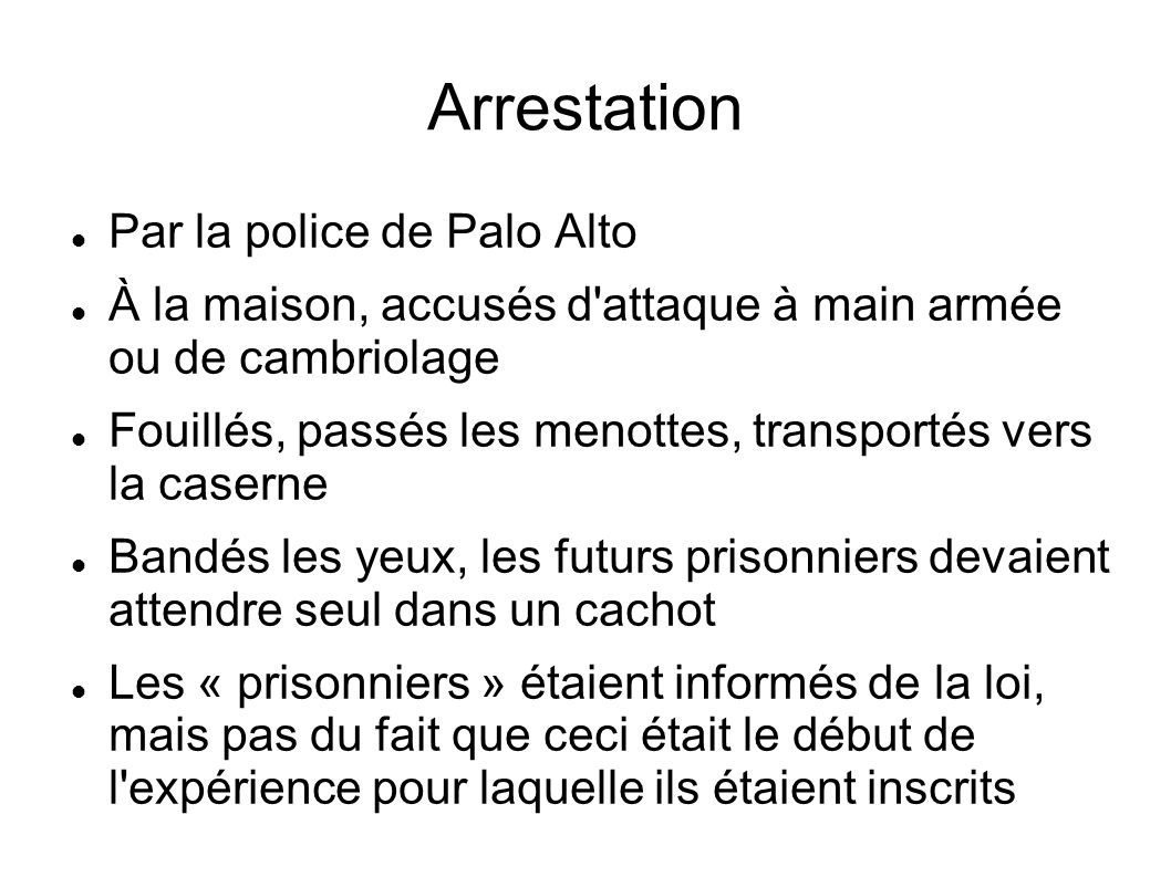 Arrestation Par la police de Palo Alto À la maison, accusés d'attaque à main armée ou de cambriolage Fouillés, passés les menottes, transportés vers l