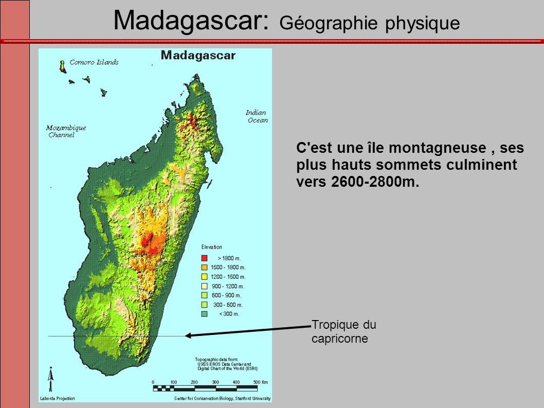 Madagascar: Géographie physique C'est une île montagneuse, ses plus hauts sommets culminent vers 2600-2800m. Tropique du capricorne