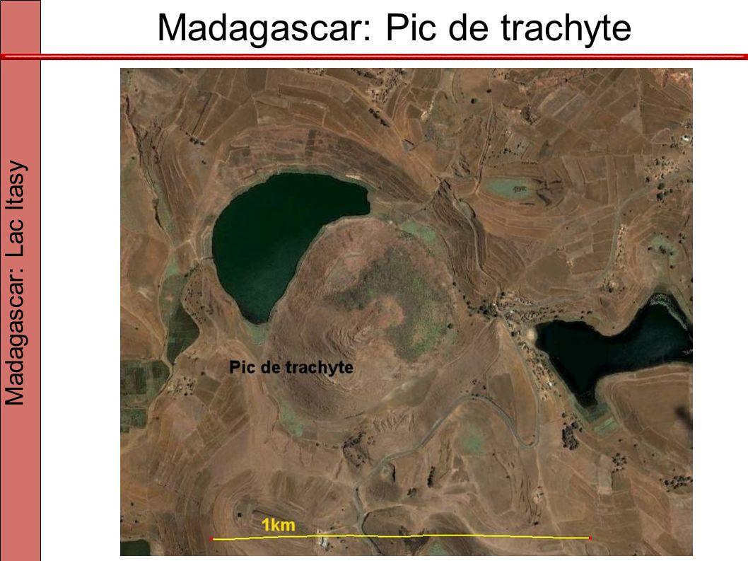 Madagascar: Pic de trachyte À 120 km à l ouest d Antananarivo Madagascar: Lac Itasy