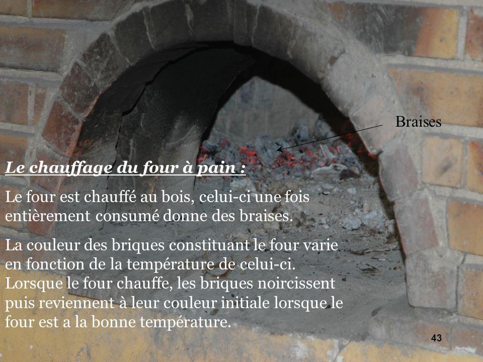 Le chauffage du four à pain : Le four est chauffé au bois, celui-ci une fois entièrement consumé donne des braises. La couleur des briques constituant