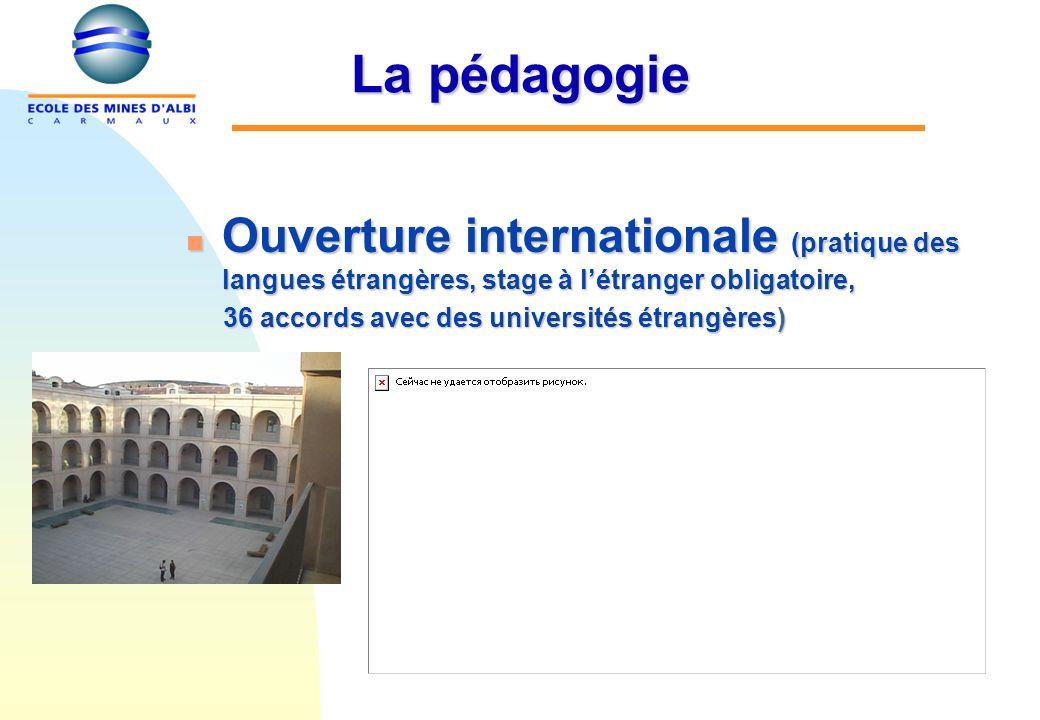 n Ouverture internationale (pratique des langues étrangères, stage à létranger obligatoire, 36 accords avec des universités étrangères) 36 accords ave