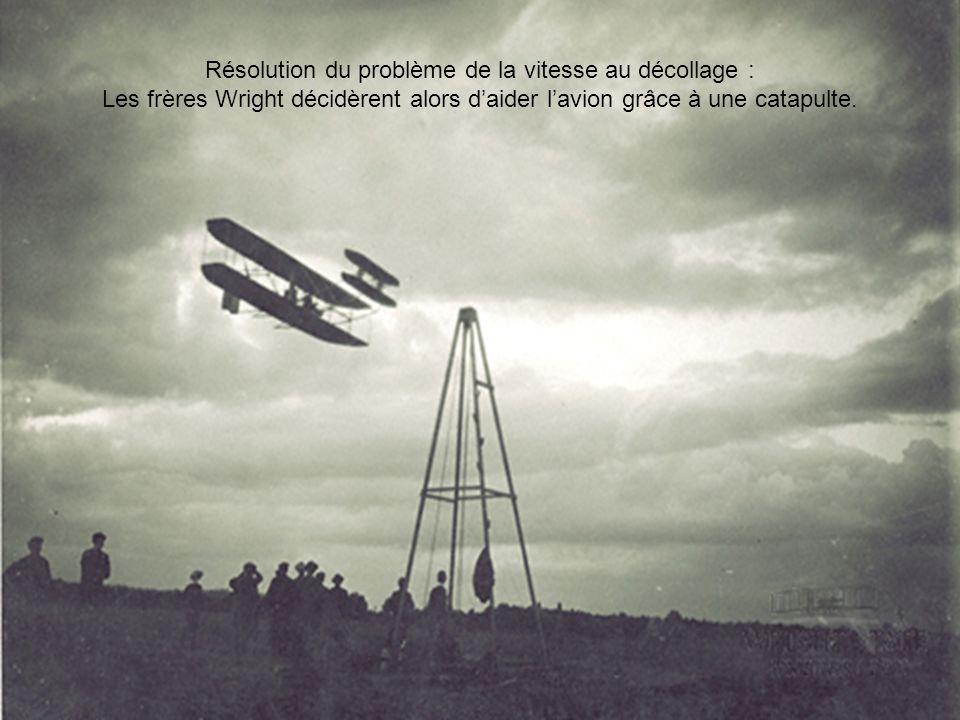 Résolution du problème de la vitesse au décollage : Les frères Wright décidèrent alors daider lavion grâce à une catapulte.