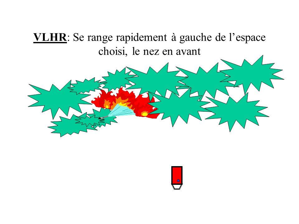 CCF 1: Se range à la droite de la VLHR au plus serré Etablit une lance LDV 250 sur le tuyau de 20m entre lavant du gros porteur et larrière de la VLHR.
