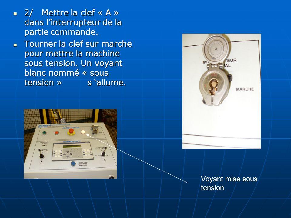 2°) Mettre la machine en marche 1/ Patienter que le pupitre se connecte et indique « HYDRO TECHNIC MPH600 Bras manipulateur » ( voir (1)).
