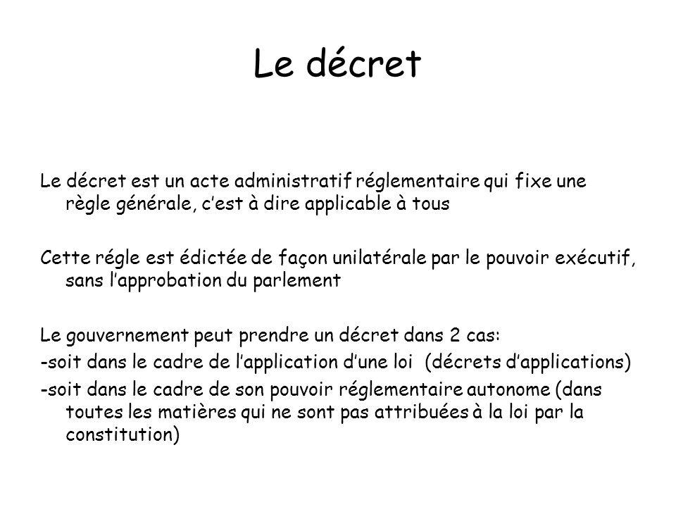 Le décret Le décret est un acte administratif réglementaire qui fixe une règle générale, cest à dire applicable à tous Cette régle est édictée de faço