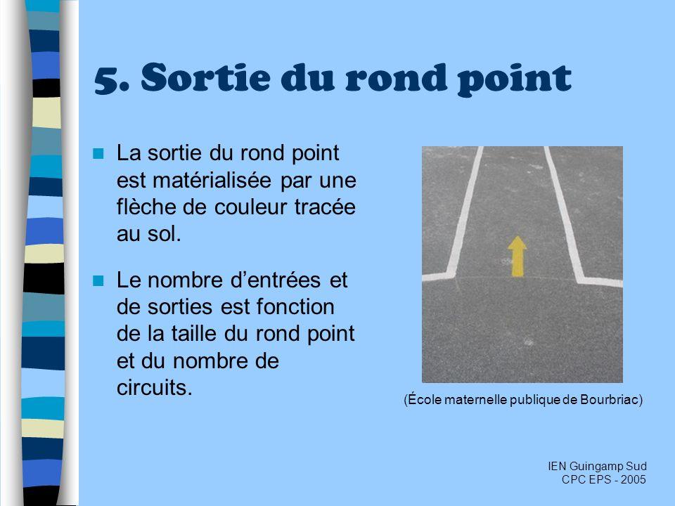5. Sortie du rond point La sortie du rond point est matérialisée par une flèche de couleur tracée au sol. Le nombre dentrées et de sorties est fonctio