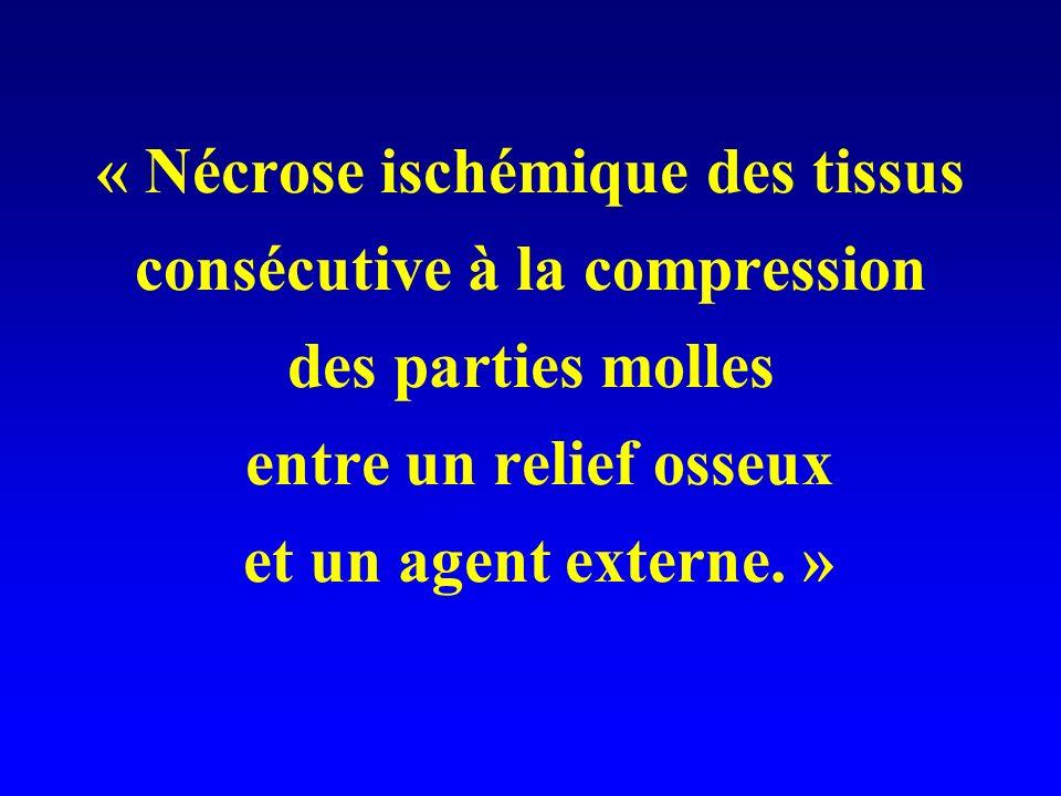 « Nécrose ischémique des tissus consécutive à la compression des parties molles entre un relief osseux et un agent externe. »