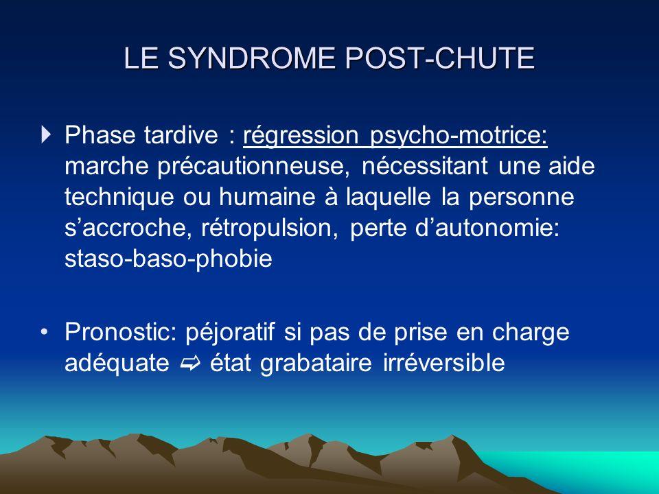 LE SYNDROME POST-CHUTE Phase tardive : régression psycho-motrice: marche précautionneuse, nécessitant une aide technique ou humaine à laquelle la pers