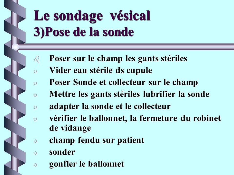 Le sondage vésical 2)Antisepsie du méat urinaire b Champ stérile du set de sondage b disposer sur le champ stérile les différents éléments du set b Ap