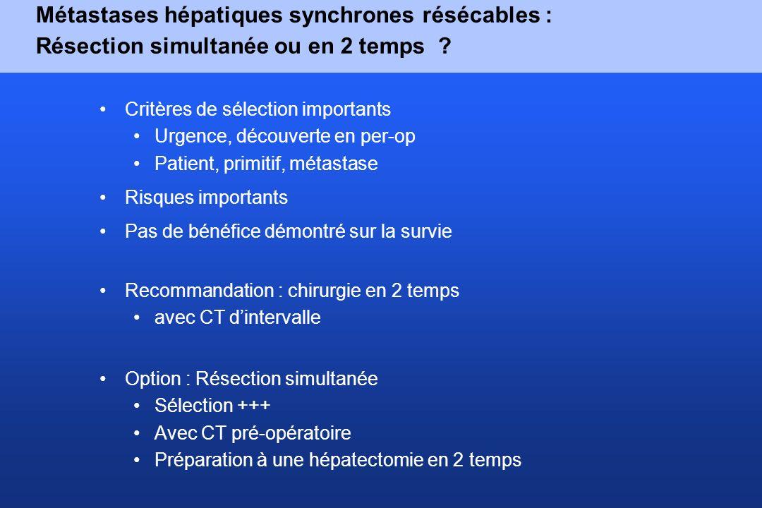 Métastases hépatiques synchrones résécables : Résection simultanée ou en 2 temps ? Critères de sélection importants Urgence, découverte en per-op Pati