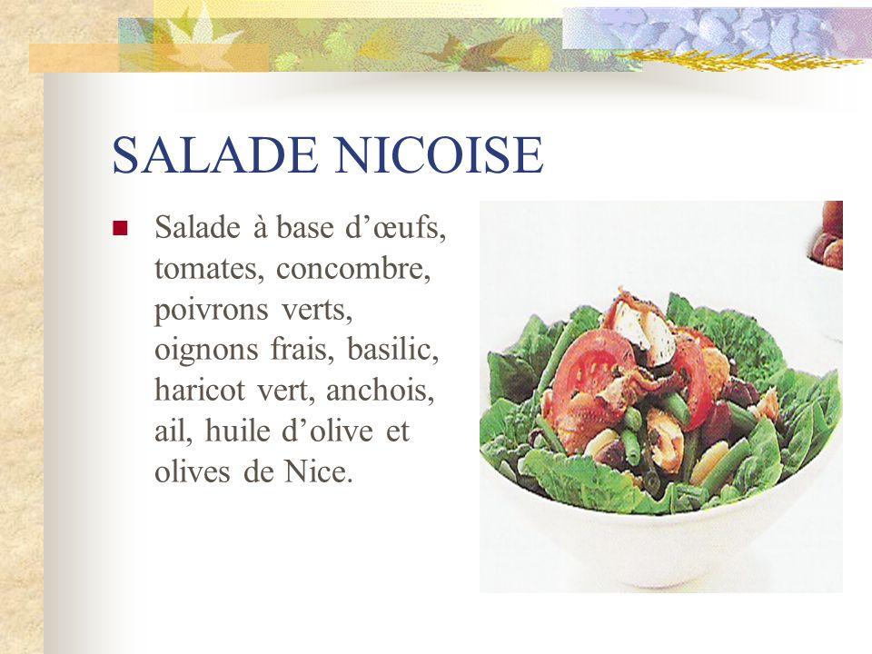 SALADE NICOISE Salade à base dœufs, tomates, concombre, poivrons verts, oignons frais, basilic, haricot vert, anchois, ail, huile dolive et olives de