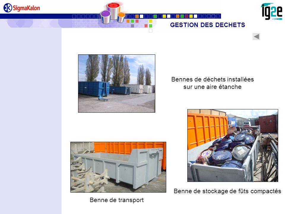 Benne de stockage de fûts compactés Bennes de déchets installées sur une aire étanche Benne de transport GESTION DES DECHETS