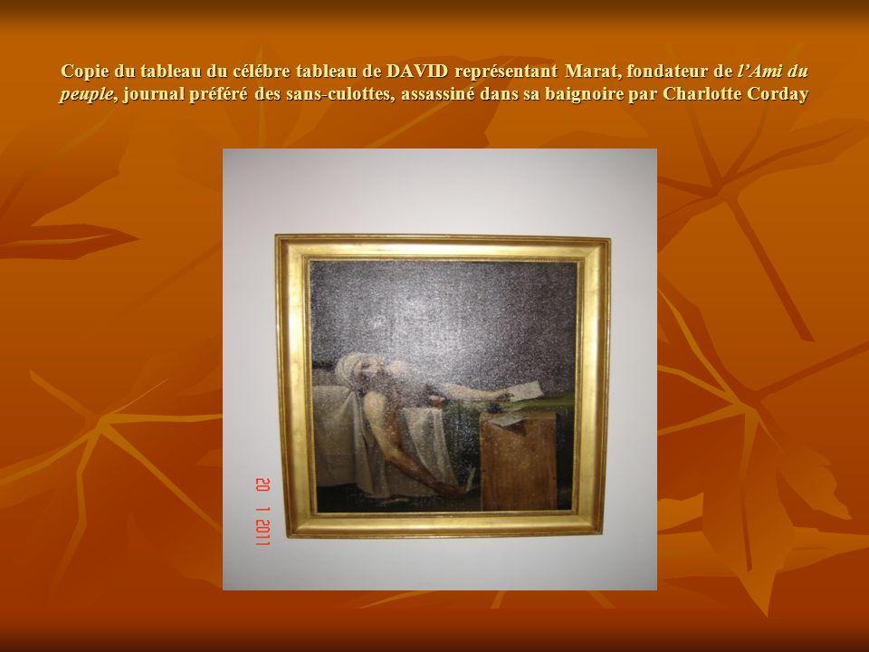Copie du tableau du célébre tableau de DAVID représentant Marat, fondateur de lAmi du peuple, journal préféré des sans-culottes, assassiné dans sa baignoire par Charlotte Corday