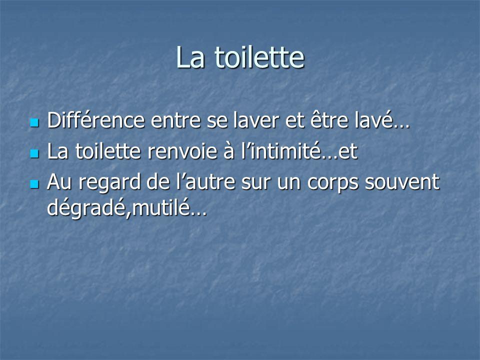 La toilette Différence entre se laver et être lavé… Différence entre se laver et être lavé… La toilette renvoie à lintimité…et La toilette renvoie à l