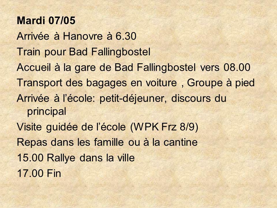 Mardi 07/05 Arrivée à Hanovre à 6.30 Train pour Bad Fallingbostel Accueil à la gare de Bad Fallingbostel vers 08.00 Transport des bagages en voiture, Groupe à pied Arrivée à lécole: petit-déjeuner, discours du principal Visite guidée de lécole (WPK Frz 8/9) Repas dans les famille ou à la cantine 15.00 Rallye dans la ville 17.00 Fin