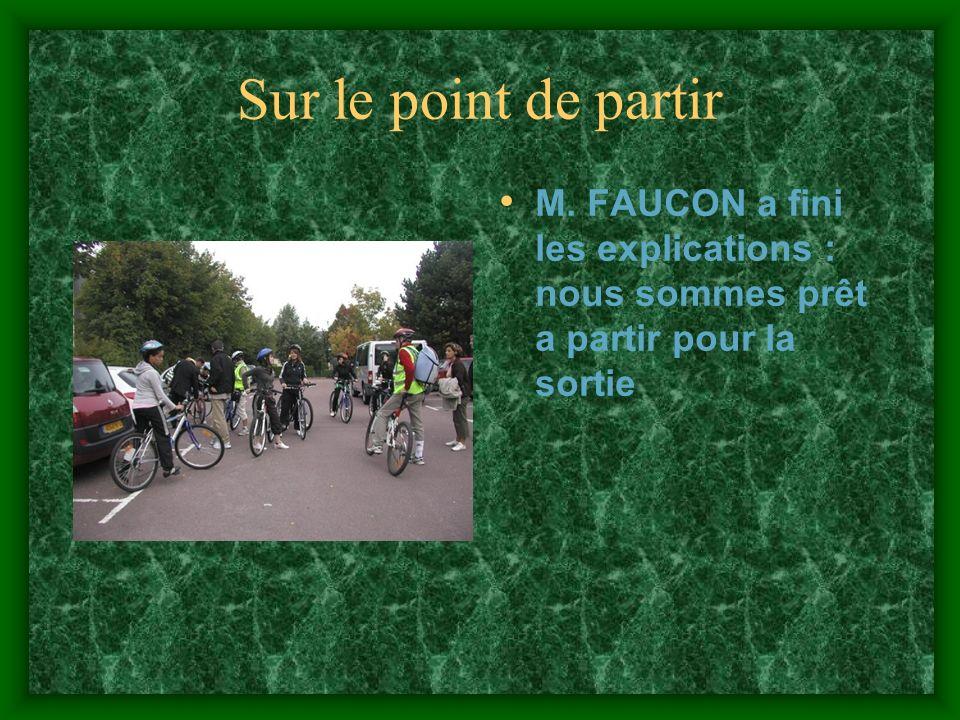On est partis Dernière explications du prof, on enfourche les vélos et en route vers la maison de la nature.