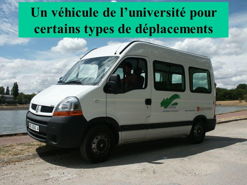Un véhicule de luniversité pour certains types de déplacements