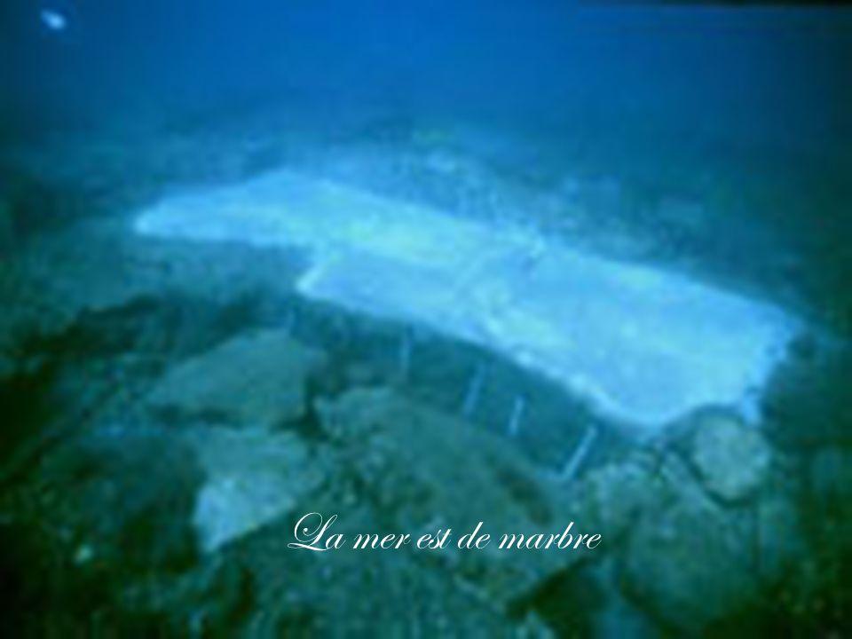 La mer est de marbre