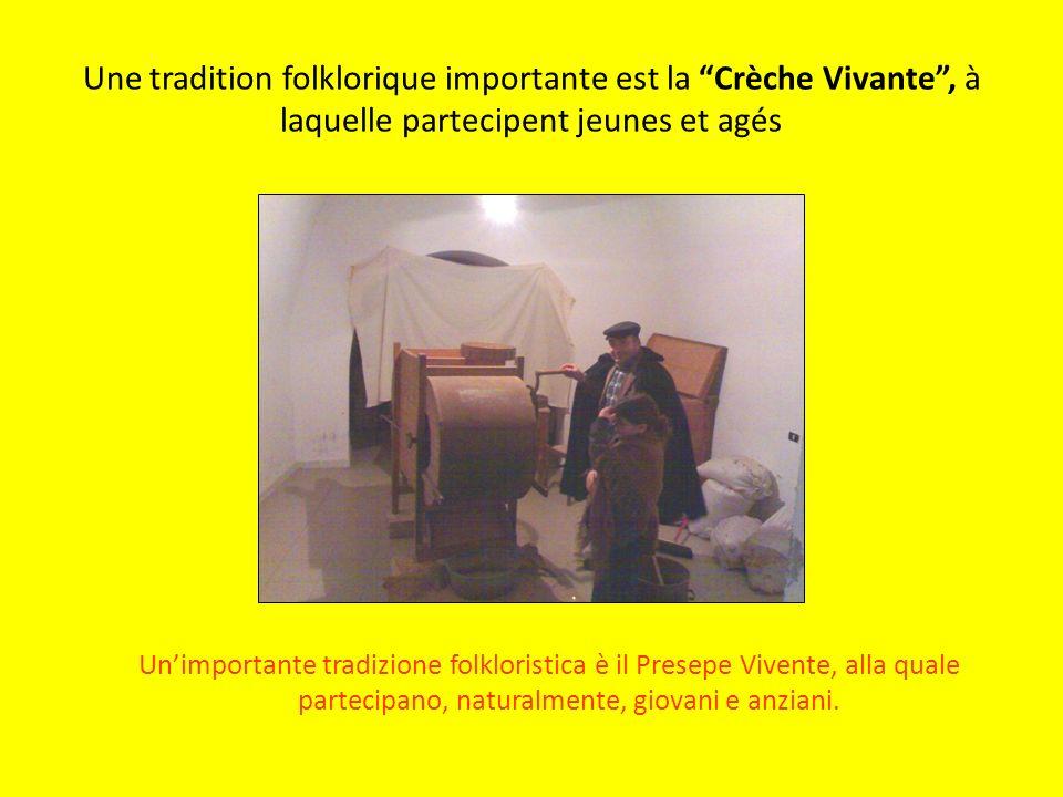 Une tradition folklorique importante est la Crèche Vivante, à laquelle partecipent jeunes et agés Unimportante tradizione folkloristica è il Presepe Vivente, alla quale partecipano, naturalmente, giovani e anziani.