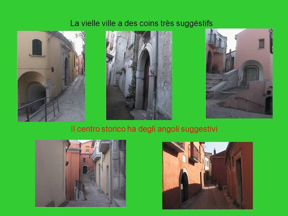 Il centro storico ha degli angoli suggestivi La vielle ville a des coins très suggéstifs