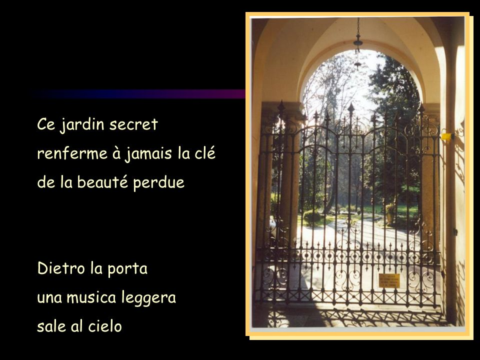 Ce jardin secret renferme à jamais la clé de la beauté perdue Dietro la porta una musica leggera sale al cielo